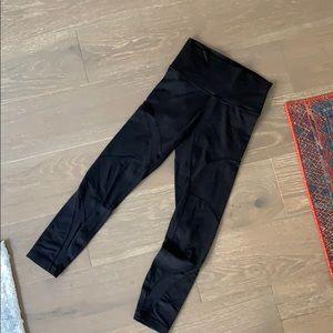 Mesh detail Lululemon 7/8 pants
